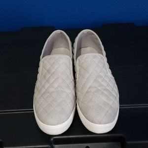 Qupid Size 10 Quilted Gray Sneakers
